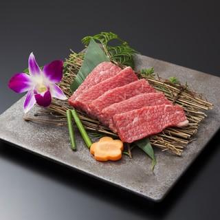 ◆炭火で焼くお肉は美味しさ倍増◆ぜひご賞味ください♪