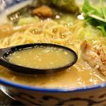 麺屋 桜 - 濃厚な魚介豚骨スープ