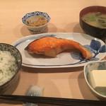 63749554 - 甘塩鮭焼定食(890円)