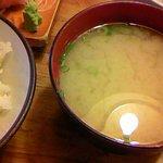 弥次喜多 - 寒ぶり刺身定食の「白飯&味噌汁」部分