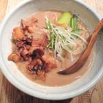和醸良麺 すがり - もつそば+肉増し