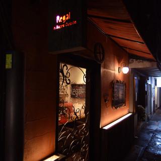 銀座の裏道にたたずむ隠れ家レストラン