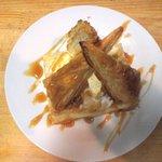 Cafe Bar R - 料理写真:焼き立てアップルパイ