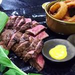 63755399 - 1703 肉卸直営 大衆肉酒場 きたうち 中津店 コース@3,000円 肉塊ステーキ(400g(4人前))、オニオンリング、ポテトフライ