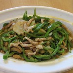 小麦香 - 料理写真:青椒ロース780円。  豚肉とピーマンをたっぷりと使った塩味の効いた中華料理の一品料理の定番ですね。