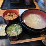 手打ち釜あげうどん 禅 - 釜揚げうどん(600円)+炊き込みご飯(100円)