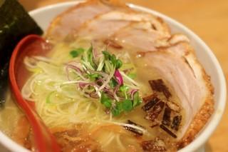 麺屋 燕 - 斜め