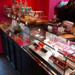 チョコレート ブランチ - 売り場のショーケース。