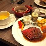 ブッフェダイニング ケッヘル - 国産牛ローストビーフ、能登牛と野菜の加賀味噌煮込み 他