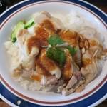東銀座のタイランド食堂 ソイナナ - ナムチムはニンニクが効いていないおとなしめの味