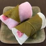 63766974 - 桜餅 つぶ餡、こし餡 各216円