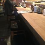鈴新 - カウンターと椅子