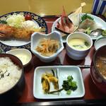 海風亭 寺泊日本海 - ボタンエビフライと地魚入り刺身御膳 ¥1790