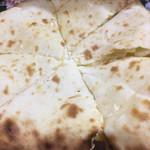 サガルマータ - クリームチーズナンのアップ