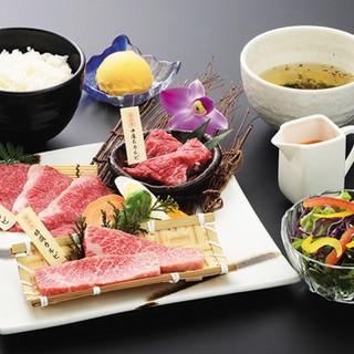 *土・日・祝日ランチ米沢牛カルビ三昧食べ比べ2,340円