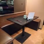 鳥芳 - テーブル席