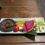 炭焼漁師小屋料理 渋谷東急本店前のひもの屋 - 新鮮野菜 特製辛味噌