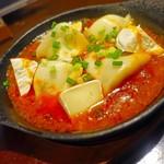 63780505 - 鉄板の水餃子チリソース  カマンベールチーズ入り 780円