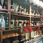 63782137 - 店内のお酒は100種類