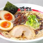 東京発祥豚骨ラーメン 哲麺縁 - 自慢の特製味玉を載せた味玉ラーメン