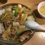 ヴィアッヂオ - 中華丼 830円