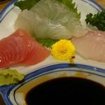 へそ - 刺身三種盛り+日本酒セット(税抜き990円)
