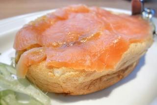 シェリダン - リームチーズ入りスモークサーモンのオムレツ