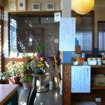 尚庵 - 入り口には蕎麦打ちの作業場