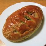 パンのトラ - 抹茶むらさきいもパン