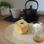 cocori - サツマイモのスコーンとほうじ茶
