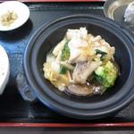 中国料理 翔園 - 本日の主菜、副菜(焼売)、香物(搾菜)