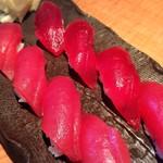 鮮味楽 - まぐろ寿司2000円