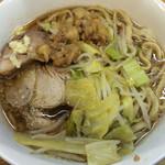 ラーメン二郎 - 料理写真:ラーメン 700円 麺半分・全部ちょっとで