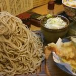 63794871 - つけ天富士山盛り 900円、お蕎麦は1kgになります