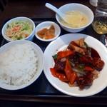 シーメンハン - 黒酢の酢豚定食(880円)