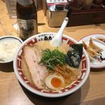63797698 - 東京豚骨ラーメン、餃子、ライスの揃い踏み