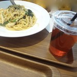 カフェコムサ - 鶏とホウレン草の和風ペッパー、アイスティ