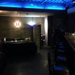 Bar QUEST - 開店直後は私1人でしたが、気がつけばほぼ満席になっていました。