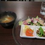 アジア多国籍料理 マルコポーロ - スープはトマト味