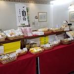 はこだて 柳屋 - お土産品の和菓子がたくさん