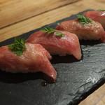 黒毛和牛バルUSHIQRO - 特選和牛の炙り寿司