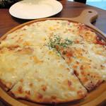 Ginzaraion - 6種チーズのおつまみピザ950円