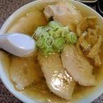 青竹手打ちラーメン 大和 - チャーシューで麺は見えません