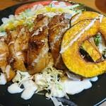 ナユタ食堂 - グリルチキンのサラダ