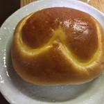 阪急ベーカリー香房 - 料理写真:クリームパン