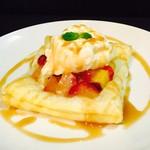 Living cafe Samantha - 当店人気デザート紅玉りんごとさつま芋の熱々パイアイスクリーム添え