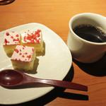 磯っこ商店 - コーヒーとデザート(1~2種)も取り放題。