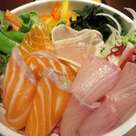 磯っこ商店 - JR博多駅エリアにある海鮮居酒屋で、海鮮丼(刺身ビュッフェ)食べ放題ランチです。