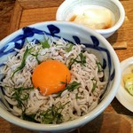 Ishibekoujimamecha - 釜揚げしらすとしその香どんぶりの左側