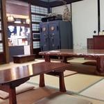 有喜堂 - 古くからの家具に趣があります